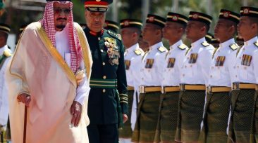 Saudi Arabia's King Salman inspects an honour guard at the Parliament House in Kuala Lumpur, Malaysia February 26, 2017. REUTERS/Edgar Su