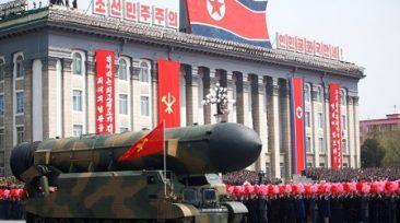 北朝鮮で軍事パレード