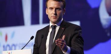 Le Président de la République, Emmanuel Macron, prononçant ici un discours, lors du 100 ème Congrès des Maires de France, au Parc des Expositions, à la porte de Versailles de Paris.